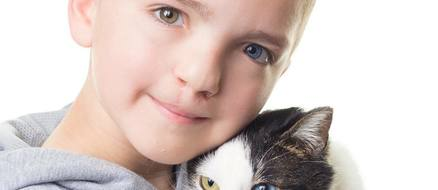 Kid with Cleft Lip & Heterochromia Adopts Cat With Cleft Lip & Heterochromia: Too Cute