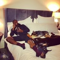 Kevin Hart Lounging with the Dogs